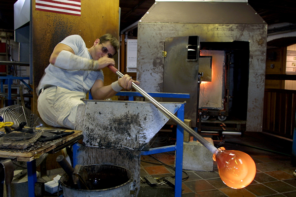glassblowing demonstration at Simon Pearce