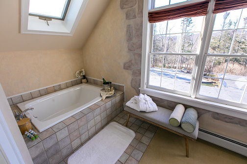 Spa tub in Red Clover Inn